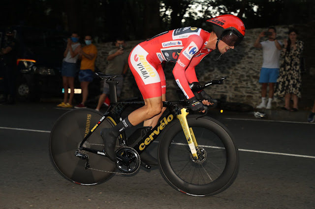 Primoz Roglic durante a prova do contrarrelógio na Vuelta a España