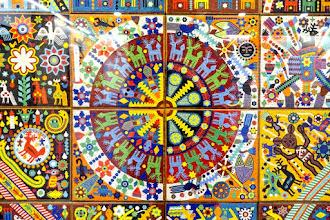 Paris : La Pensée et l'Âme Huicholes, une oeuvre de l'artiste mexicain Santos de la Torre Santiago - Station de Métro Palais Royal Musée du Louvre - Ier