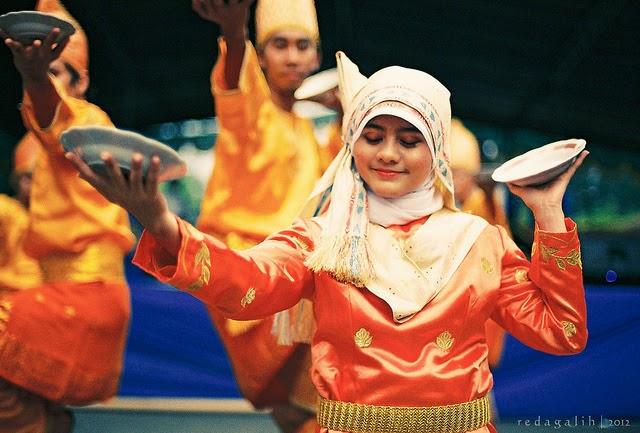 sejarah dan perkembangan seni tari piring asal mingkabau sumatera rh alampedia blogspot com