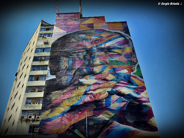 Foto frontal do Mural Gigante Oscar Niemeyer - Avenida Paulista - São Paulo