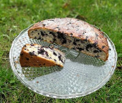 Heidelbeerkuchen mit weißer Schokolade; White Chocolate Cake with Blueberries