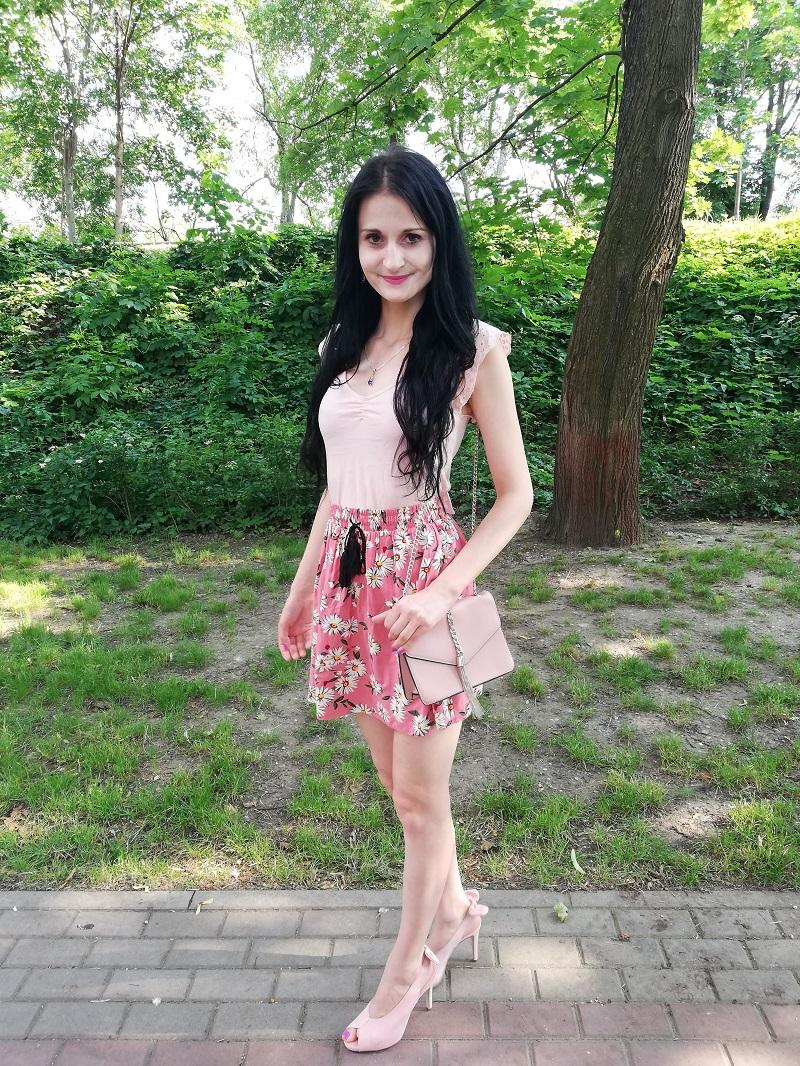 Sinsay różowa spódnica w stokrotki