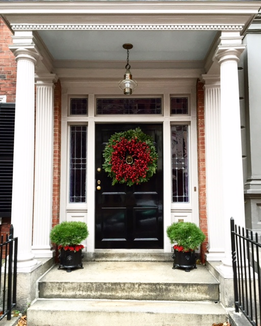 I stopped in my tracks for this door! The wreath only has two elements... greens and red berries. No bow no baubles nothing. How is that for simple while ... & The Fine Living Muse : Christmastime in Boston MA New England pezcame.com