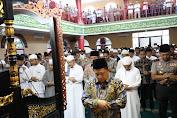 Mendagri Jadi Imam Sholat Jumat di Masjid Al Islam Muhammad Cheng Ho Sriwijaya Palembang