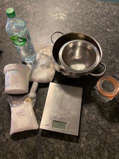 Ustensiles et ingrédients pour réalisation du cake lave-vaisselle maison