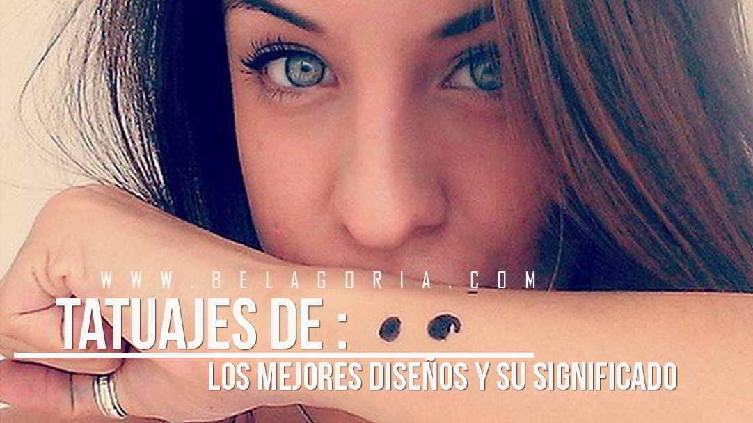 Imagen de una preciosa mujer de ojos verdes con tatuaje de punto y coma en el antebrazo