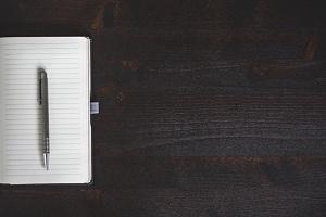 penna su quaderno a righe