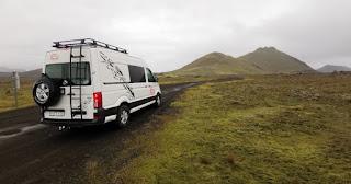 Nuestro coche y casa en Islandia.