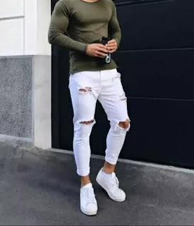 White jeans with white shoes