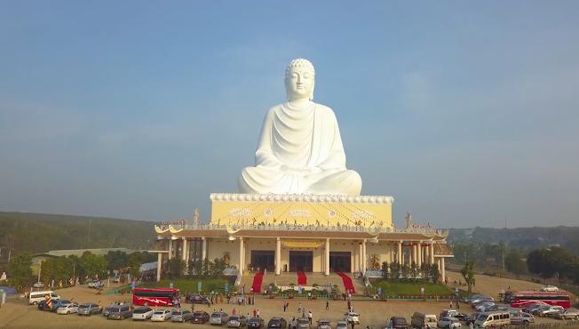 Toàn cảnh bức tượng Phật tại buổi lễ khánh thành tháng 01-2021