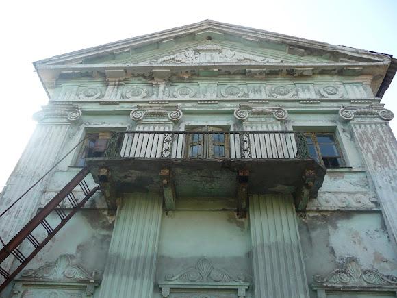 Прелесне. Палац Бантиша. 1837 р. Декор на будівлі. Балкон і протипожежені сходи