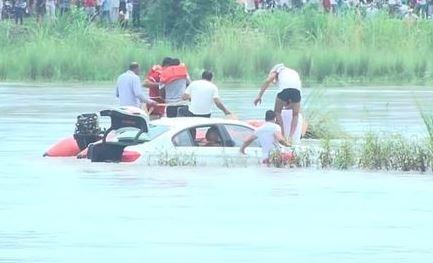 Pria di India Buang BWM Hadiah Dari Orang Tua Ke Sungai, Ternyata Ini Sebabnya!