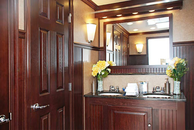 The Oxford, one of Callahead's Restroom Trailers for Rent