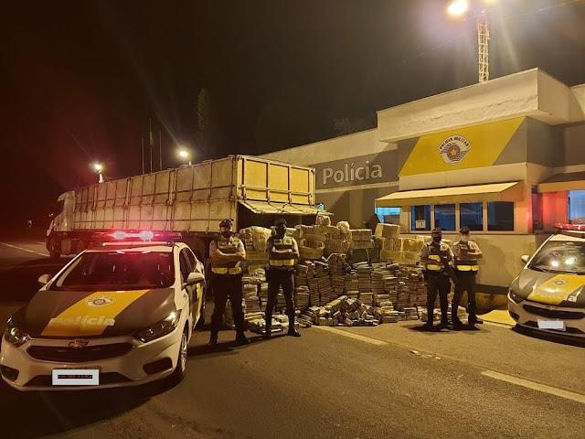Polícia Rodoviária localiza grande quantidade de maconha em compartimento de caminhão