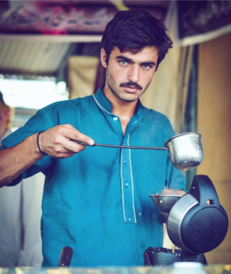pakistani-chai-wala-turns-model