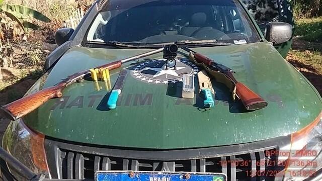 Dupla é presa com armas e munições durante abordagem em Nova Mamoré