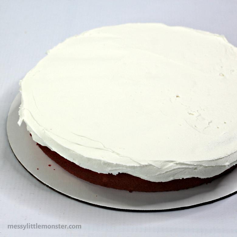 frosting unicorn cake