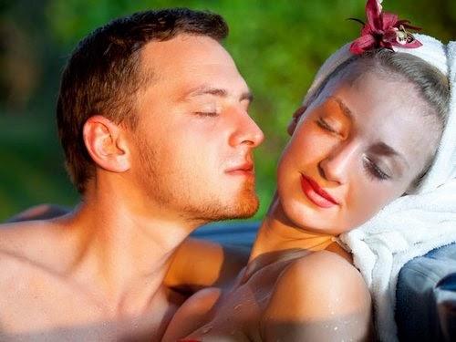 Как мужчина ощущает запах возбужденной женщины? Ферромоны – это тот едва уловимый маркер индивидуальности женщины, который управляет поведением сексуального партнера. А какие именно запахи возбуждают мужчину?..