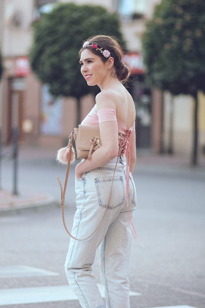 new chic, offshoulder top, wianek, h&m, flower in hair, mum fit jeans