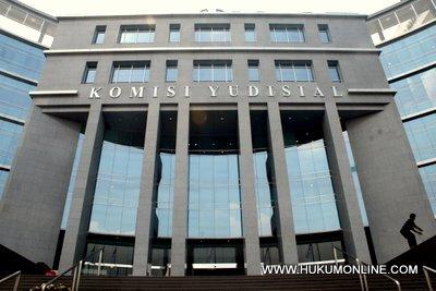 Peranan lembaga peradilan indonesia dan alat perlengkapan peradilan