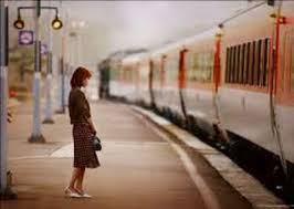 """Về bài thơ """"Rất khó nhận ra mình trước lúc đi xa"""""""