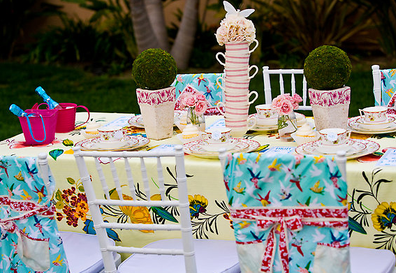 Icafe woman moderne april showers bring may tea parties - Backyard patio design ideas to accompany your tea time ...