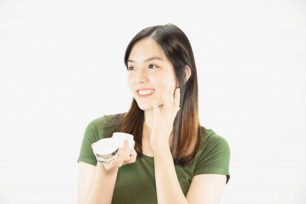 Moisturizer untuk Mencegah Muka Jerawatan Karena Masker Wajah
