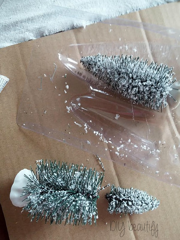 make a mini bottle brush tree by snipping off the top of a regular sized one, www.diybeautify.com