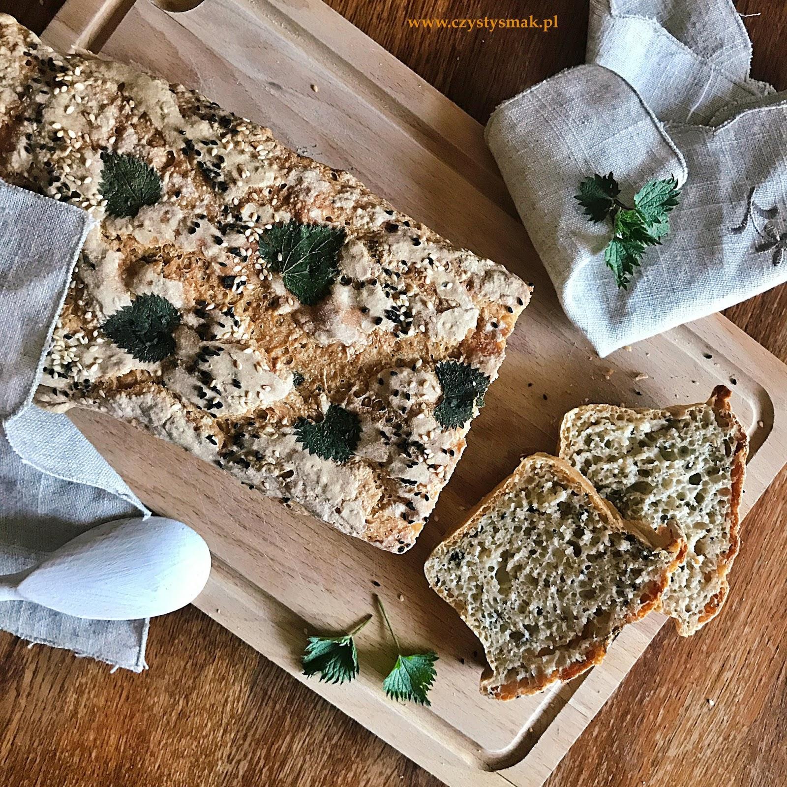 Chleb z młodą pokrzywą i nasionami