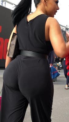 Hermosa mujer nalgona ropa ajustada calle