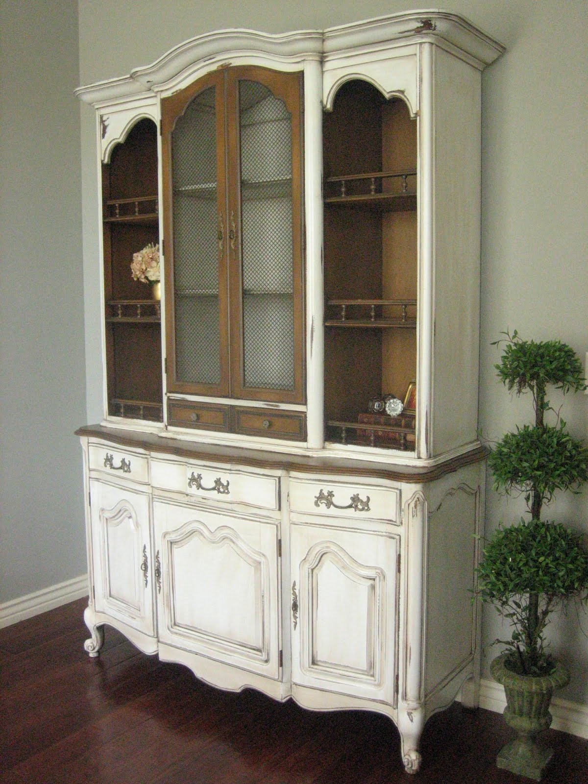 European Paint Finishes French Provincial Hutch