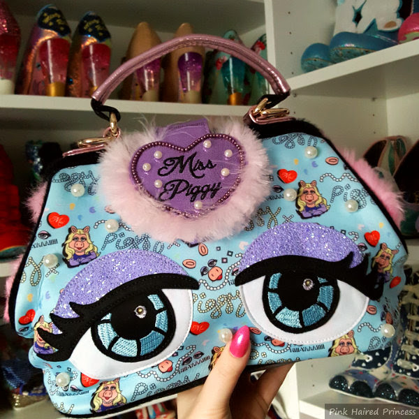 light up glitter eyes Muppets Miss Piggy handbag with fluffy heart closure