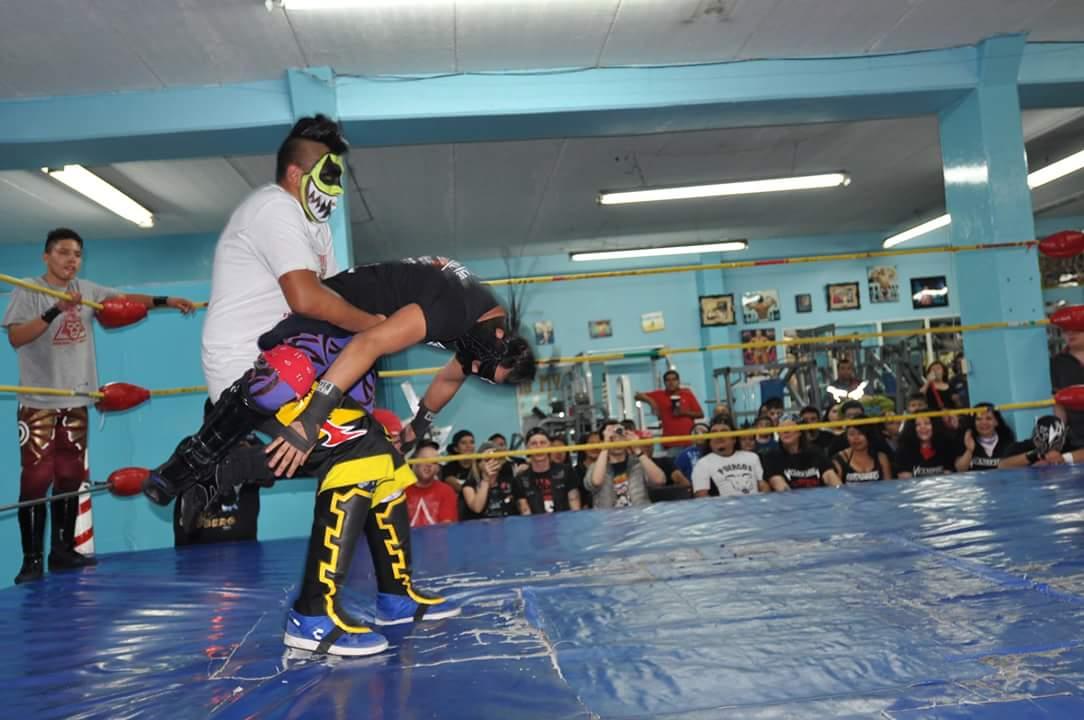 Estrellas del ring el bandido se llevo la victoria el for Gimnasio hercules