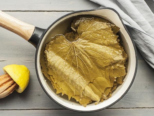 How to make grape leaf salad with bulgur