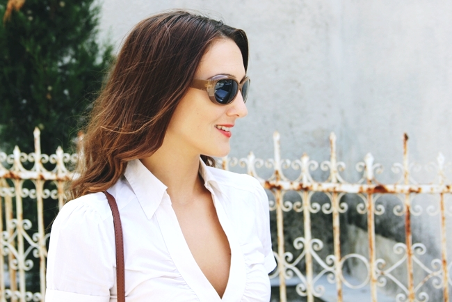 White summer looks.Beli letnji outfit.H&M white striped blouse.Light brown sunglasses.