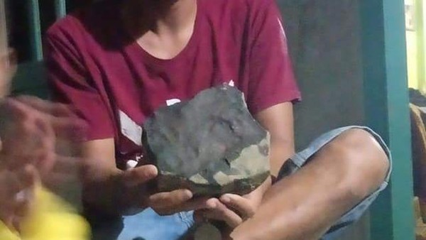 Saat Meteorit Timpa Rumah Pria Tapteng Laku dengan Harga Selangit