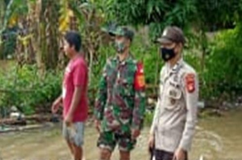 Sinergitas TNI/POLRI di Wilayah Marbo Memantau Lokasi Banjir