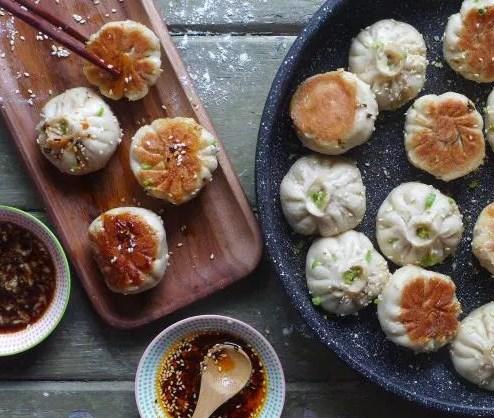SHENG JIAN BAO: PAN-FRIED PORK BUNS (生煎包) #dinner #dumpling
