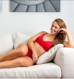 Paolla Oliveira mostra que curvas fazem parte do corpo da brasileira