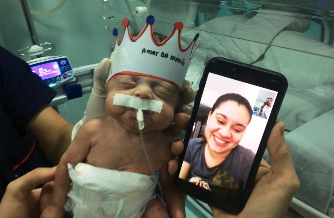 Regional garante a mães visita de seus bebês na UTI por chamada de vídeo