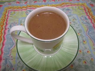 Chocolat chaud infiniment chocolat de Pierre Hermé dans une tasse