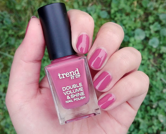 Trend It Up Double Volume and Shine Nail Polish 090 Swatch