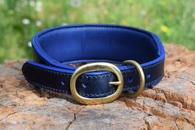 Collare per dobermann con imbottitura realizzato in cuoio blu con fibbia in ottone