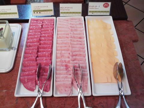 ビュッフェコーナー:ハム・チーズ ホテルエミシア札幌カフェ・ドム