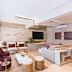 Sala de tv e bate papo integradas com decor sofisticado neutro, roxo e dourado!