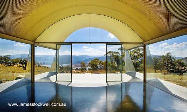 Detalle arquitectónico de un extremo de la casa parabólica australiana