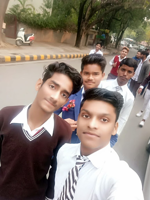 Shubham hathi With friends