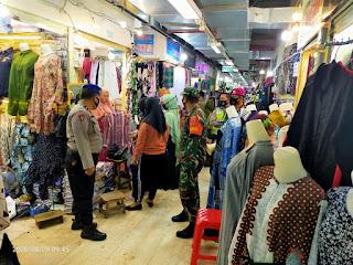 Sinergitas TNI Polri Ajak warga Patuhi Protokol Kesehatan diwilayah Polres Pelabuhan Makassar