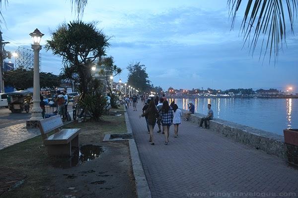 Rizal Boulevard's promenade