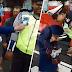 (Video) 'Berapa helmetnya? 1 juta? Nah ambik!!' - Ditahan tak pakai helmet, makcik bawang gigit tangan polis